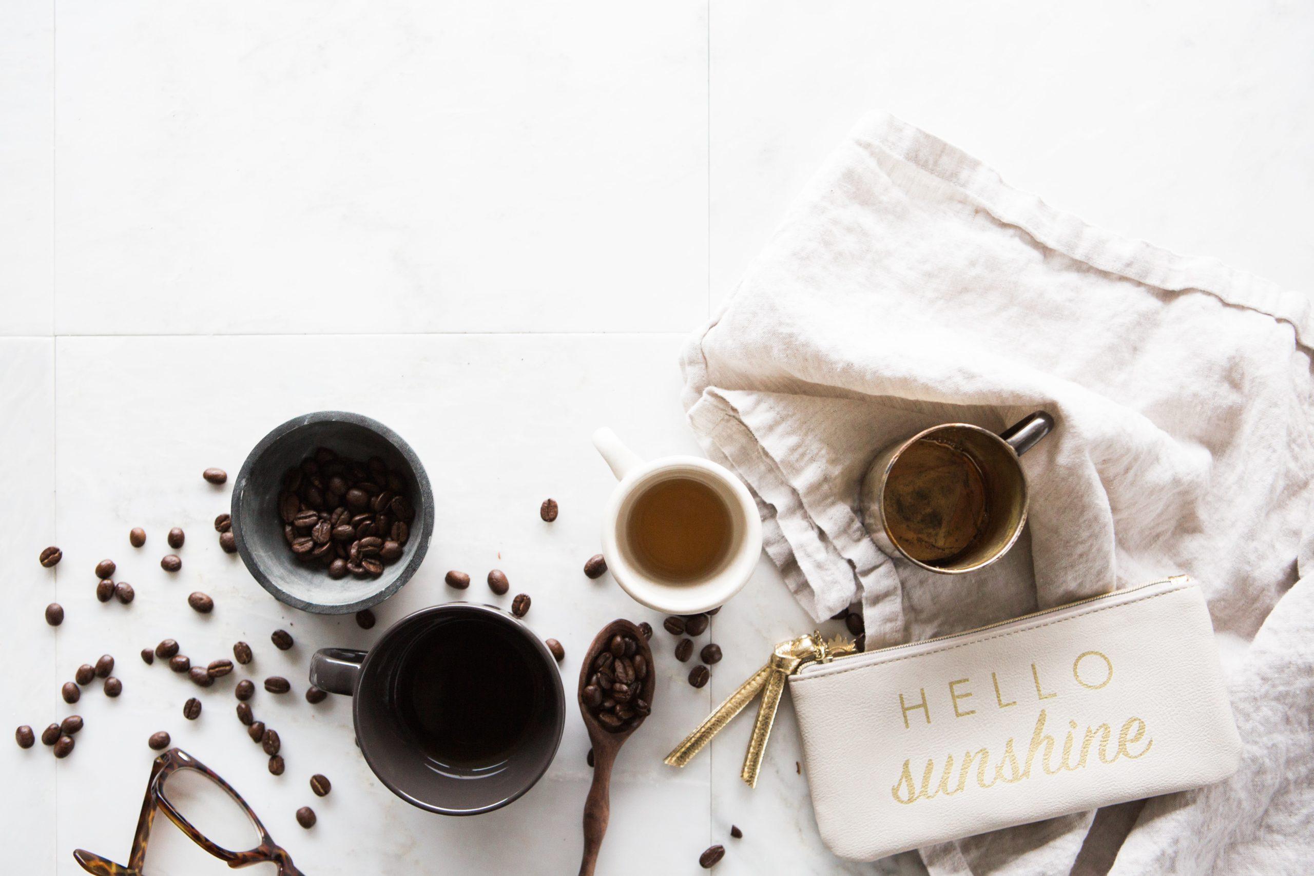 brooke-lark-fANEvguCIXE-unsplash-hello-sunshine-coffee-cups-beans